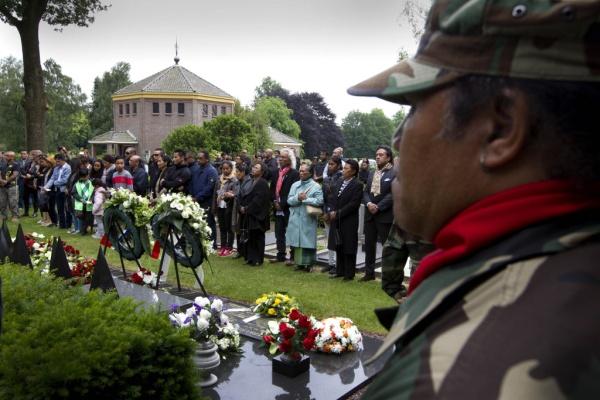 Jaarlijkse herdenking van de omgekomen treinkapers op 11 juni op begraafplaats De Boskamp.