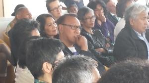 Abe Sahetapy tijdens zijn boekpresentatie
