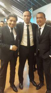 Ik samen met presentator Rocky Tuhuteru en de vader van Giovanni van Bronckhorst.