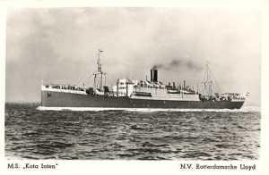 Met dit schip kwamen de allereerste Molukkers aan in Nederland. De Kota Inten.